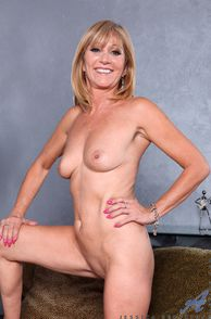 Hot Naked 50 Yr Old Mature Woman