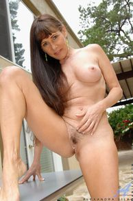 Nud Mature Woman Alexandra Silk In Backyard